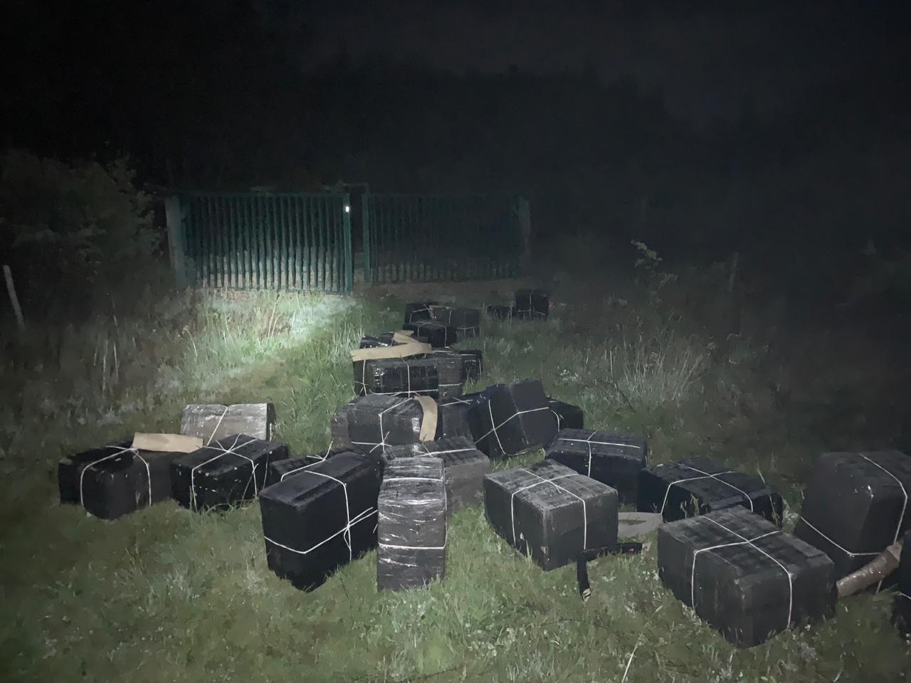 Спробі незаконного переміщення до Румунії чималої партії тютюнових виробів запобігли цієї ночі прикордонники Мукачівського загону.