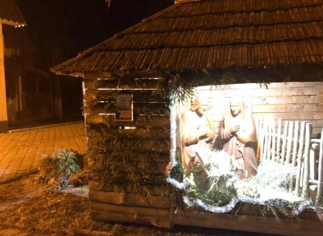 У Виноградові місцеві жителі обурені дією невідомого зловмисника, який щороку руйнує бетлегем встановлений біля Римо-Католицької церкви.