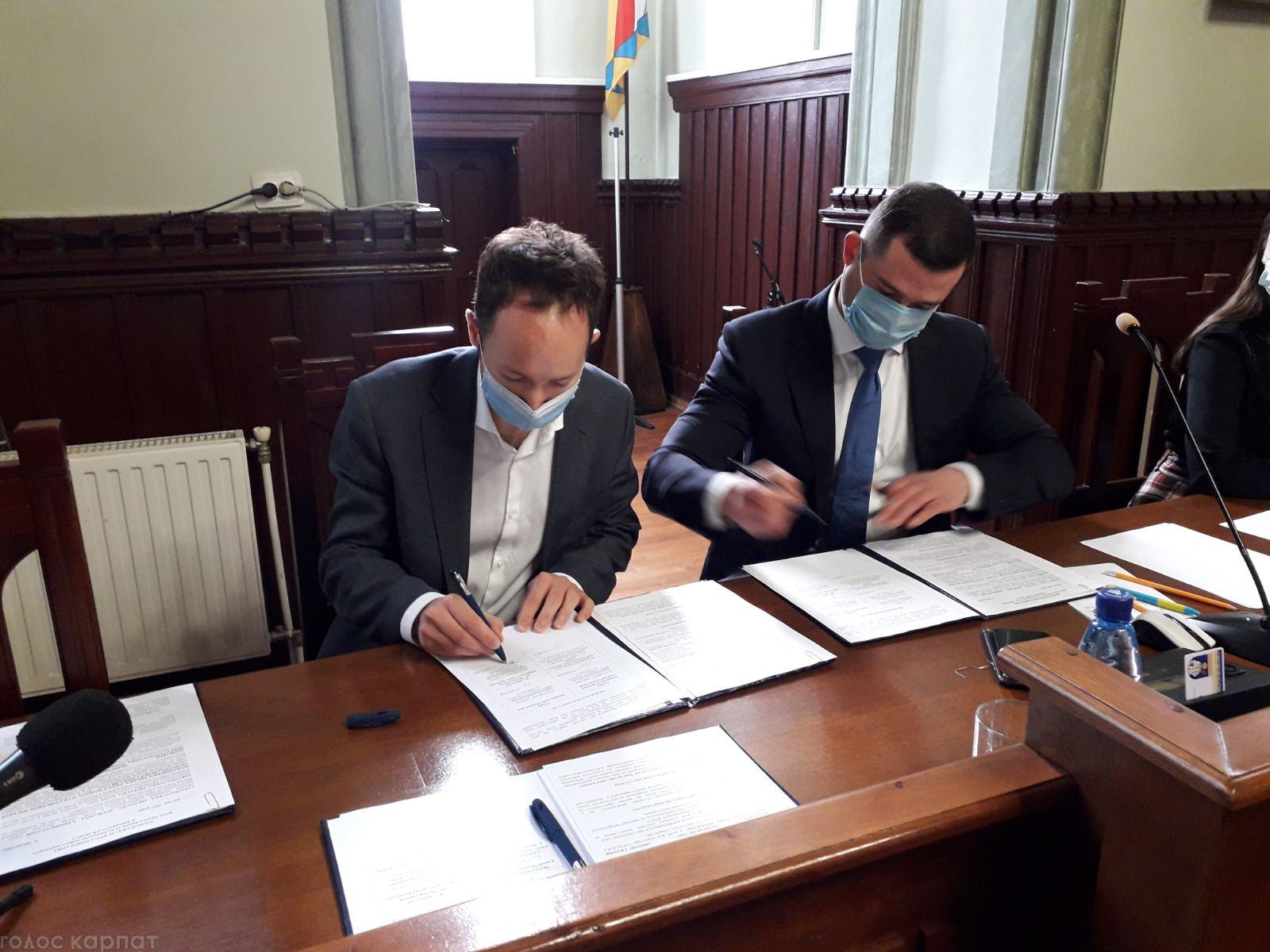 На сесії міськради у Мукачеві сьогодні підписали відповідний меморандум.