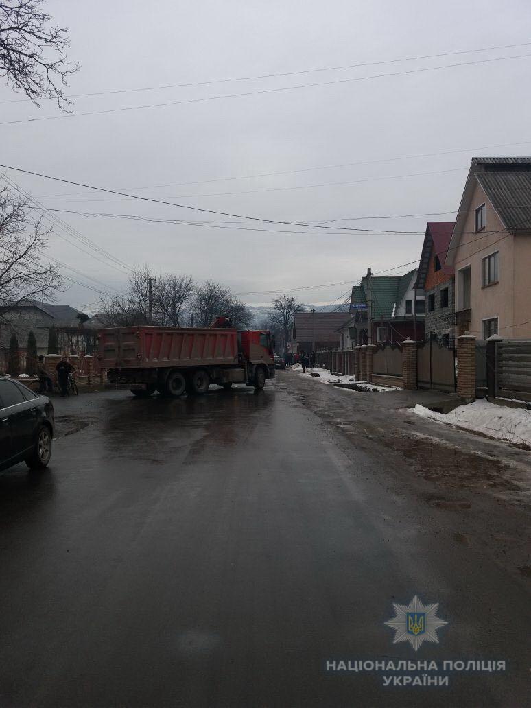 Вчора, 24 листопада, о 14:50, до чергової частини Дубівського відділення поліції по телефону надійшло повідомлення про те, що в селі Калини сталася ДТП з потерпілими.