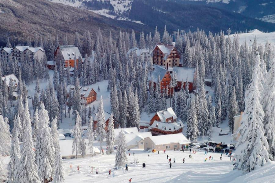 На одному з гірськолижних курортів Закарпаття випало майже півметра снігу