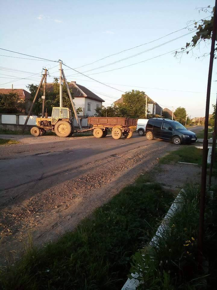 Протест продовжується: в Сасові люди всю ніч перекривали центральну дорогу села (ФОТО)