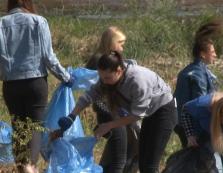 Учасники екоакції в Ужгороді зібрали півсотні пакетів зі сміттям