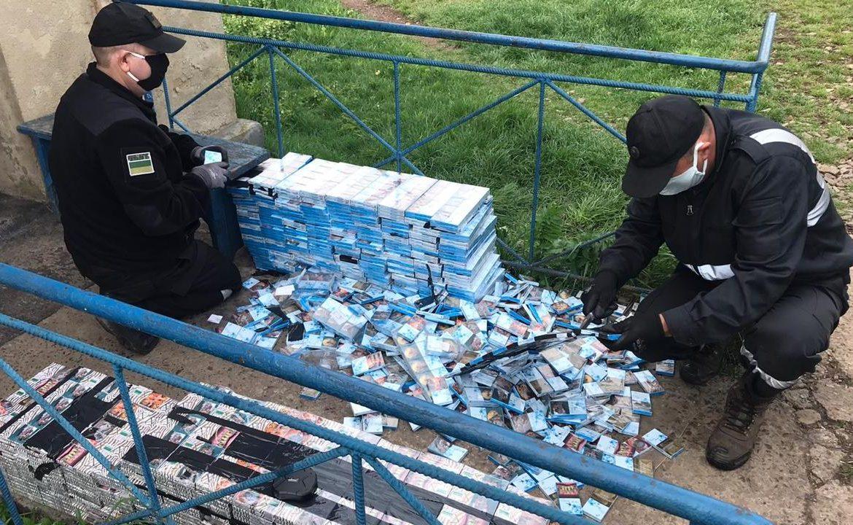 Спробу незаконного переміщення тютюнових виробів попередили сьогодні вранці прикордонники Чопського загону у залізничному пункті пропуску «Страж».