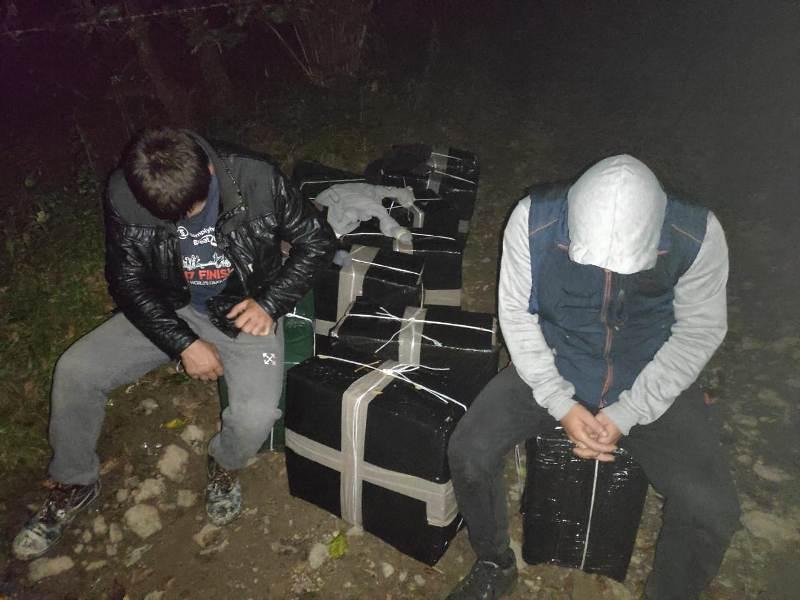 Впродовж минулої доби прикордонники Мукачівського загону попередили кілька спроб тютюнової контрабанди на українсько-угорській та українсько-румунській ділянках кордону. В результаті пошукових дій бул