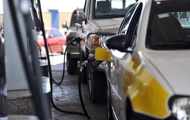 Бензин і дизельне пальне за один день подешевшали на 20-60 копійок. Ціни почали знижувати після вимоги Зеленського.