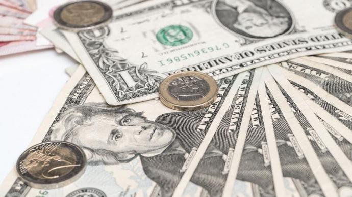 16 березня котирування гривні до долара на закритті міжбанку встановилися на рівні 26,68 - 26,72 гривні за долар.