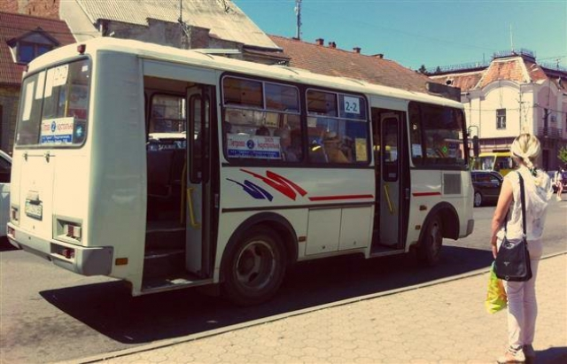 В Мукачеві через нерентабельний тариф приватні перевізники розривають договори та відмовляються від маршрутів .