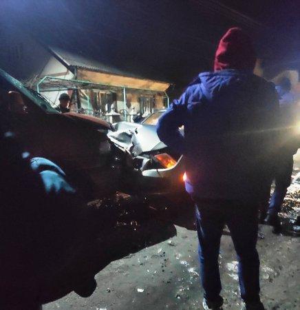У селі Грушово сталася ДТП за участі двох авто, які зіткнулися  лоб у лоб.