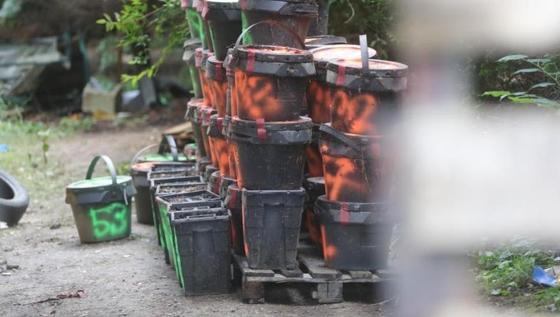 Частини людських тіл в пластикових контейнерах виявили злодії, які прийшли обікрасти будинок 60-річного угорського патологоанатома із села Пати.