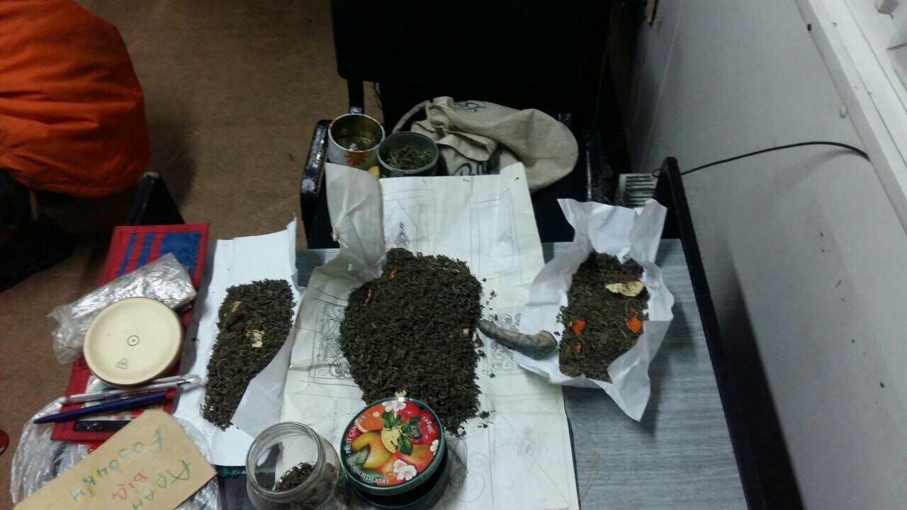 Закарпатські прикордонники виявили в чоловіка кілограм наркотиків