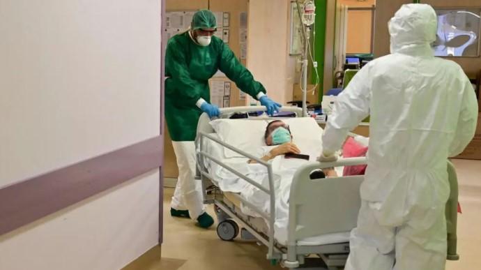 43 случая в день, три пациента с COVID-19 умерли.