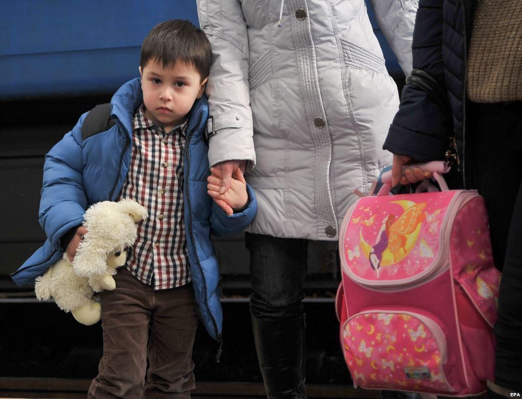 Названо кількість переселенців із Донбасу, які живуть на Закарпатті