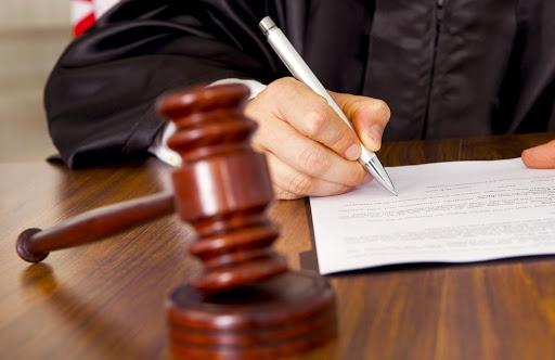 Сьогодні слідчим судею Ужгородського суду було обрано запобіжні заходи для осіб, які підозрюються у вчинені правопорушень, передбачених ч.1 ст.279, ч.1 ст.345, ч.2 ст.345,  ч.2 ст.194, ч.1 ст.263 ККУ.