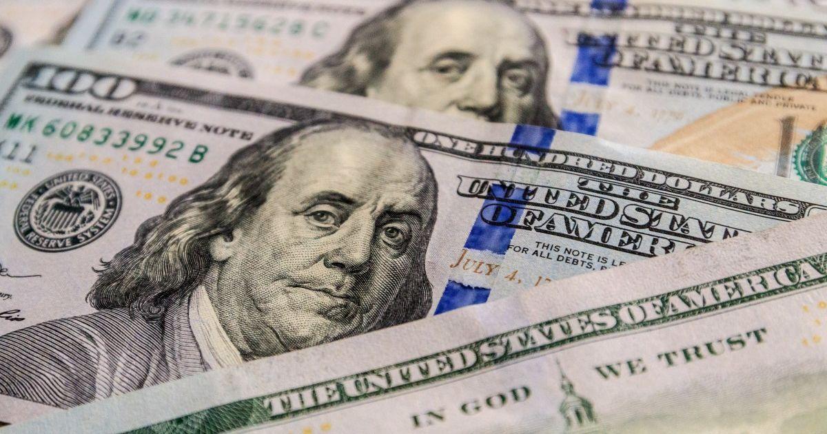 Офіційний курс долара США знизився. Курс європейської валюти виріс. Гривня подешевшала по відношенню до євро на 14 копійок.
