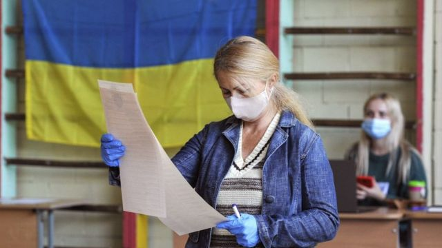 До шести районных советов в Закарпатье проходят 11 политических партий.