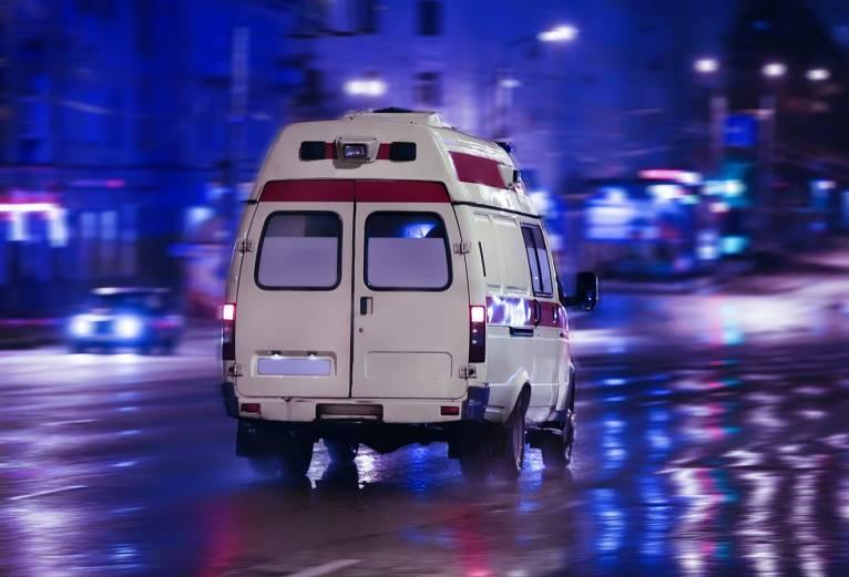 У Закарпатській області загинули дві людини, які перебували в авто, що зіткнулися на швидкості. Ще одну людину доставили в реанімацію з серйозними травмами.