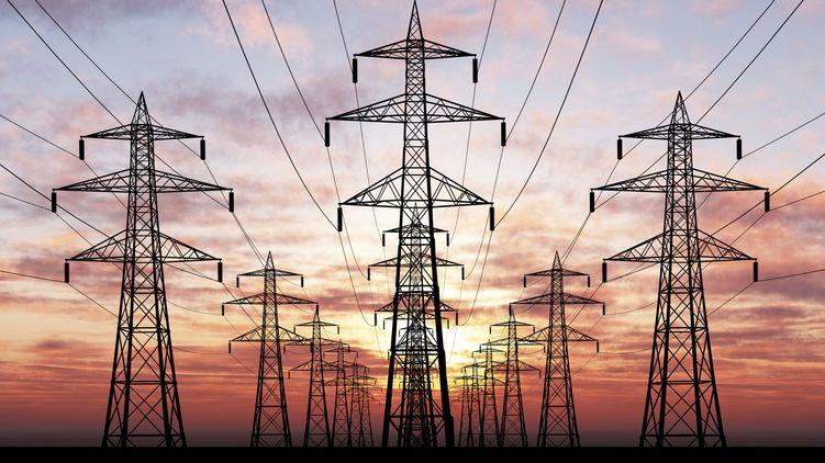 Вже найближчим часом в Україні можуть підвищити тарифи на електроенергію для населення. Сьогодні НКРЕ представила два сценарії цього процесу.