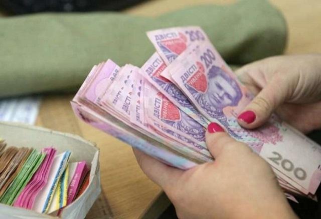 Уряд переніс підвищення мінімальної зарплати до 6 500 грн з липня на грудень 2021 року.