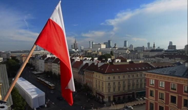У Польщі через тиждень відкриють торгово-розважальні центри, щоб стимулювати торгівлю перед Різдвом.