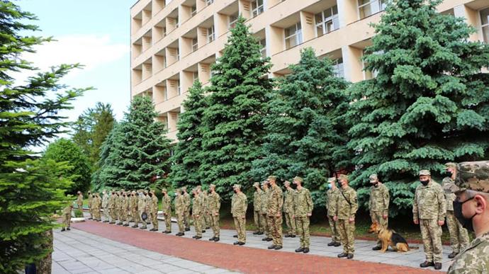Украинский военный контингент в составе 40 военнослужащих отбыл в Косово для осуществления миротворческой миссии.