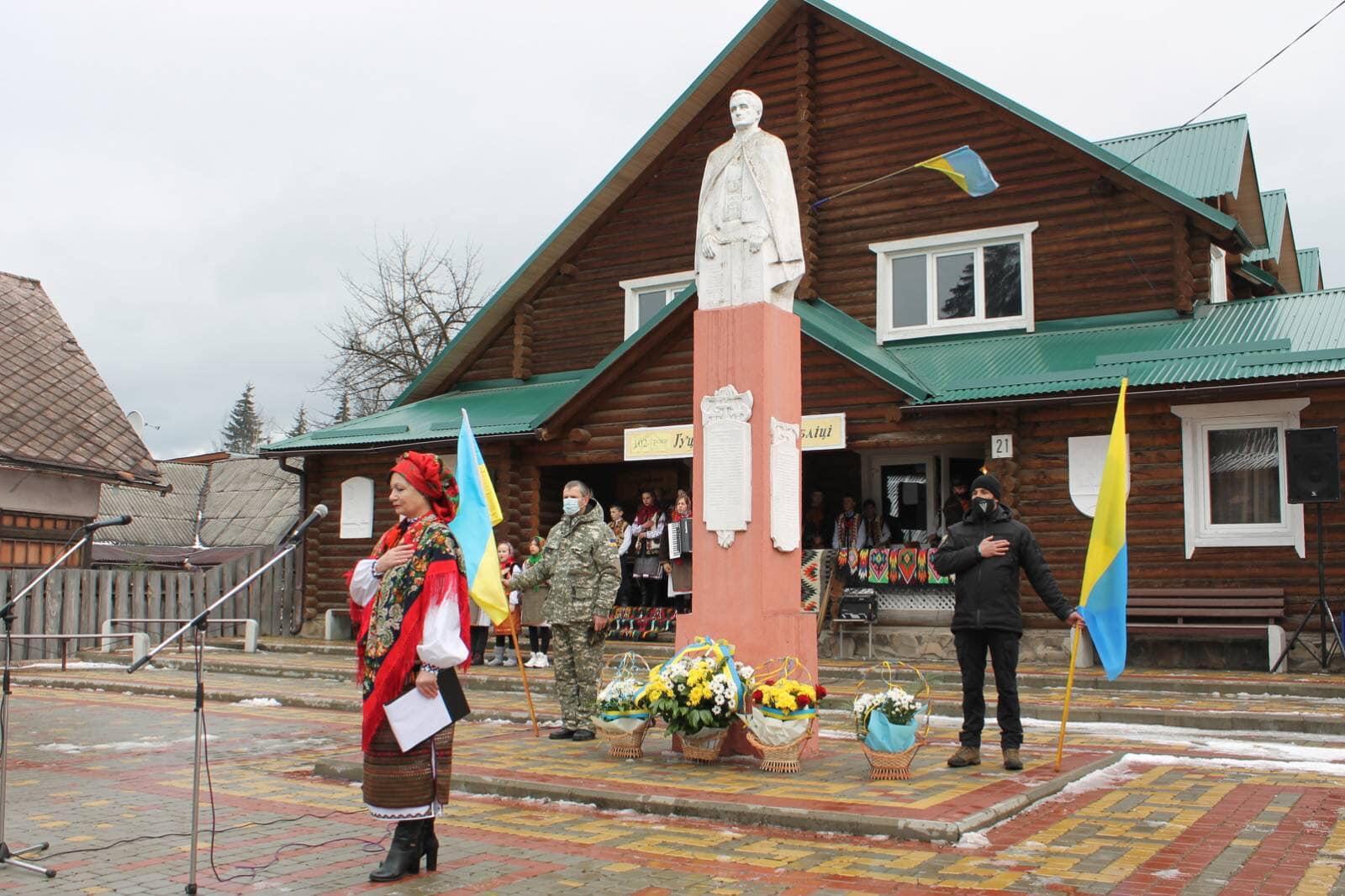 30 січня на площі імені Героїв Гуцульської Республіки, біля пам'ятника її Президенту Степану Клочуряку відбулося  гуцульське Віче.