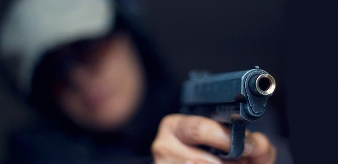 В Ужгороді обстріляли автомобіль Андрія Іванківа - постраждав пасажир.