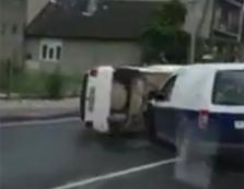 В результаті ДТП в Хусті автомобіль перекинувся на дах (ВІДЕО)