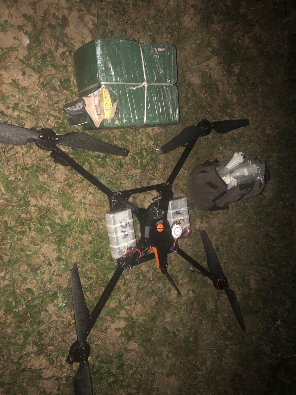 Сьогодні вночі поблизу українсько-словацького кордону прикордонники виявили квадрокоптер та сигарети.
