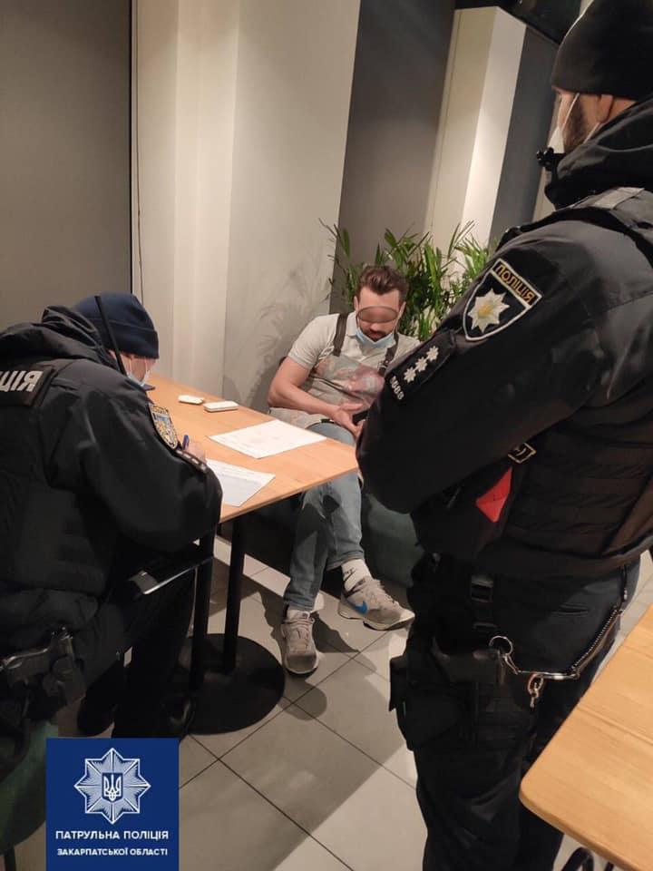 За порушення карантинних обмежень ужгородські патрульні притягнули до відповідальності працівників 2-х закладів.