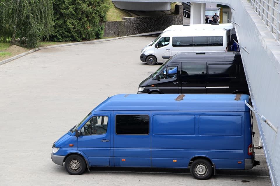 20 млн 500 тис грн – стільки заплатили до бюджету за розмитнення посилок так звані італійські буси, які заїжджають в Україну через КПП «Тиса».