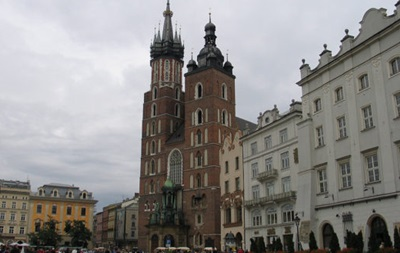 Напередодні нового року український турист знімав Краків з дрона, проте не впорався з керуванням над пристроєм, і він впав на дах історичного храму.