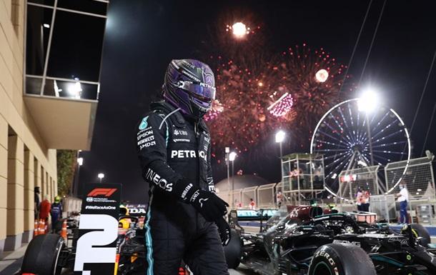 Британський пілот Мерседеса Льюїс Хемілтон став переможцем Гран-прі Бахрейну - першої гонки сезону-2021 Формули-1.