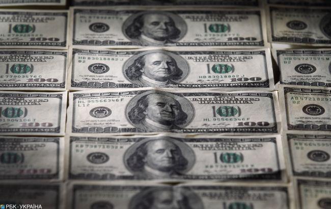 Курс американської валюти в купівлі наближається до 27 гривень, у продажу тримається вище за 27,6.
