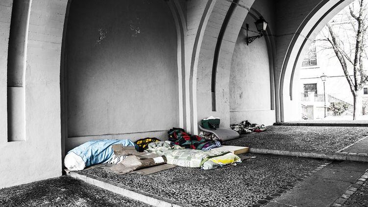 Бездомный 66-летний мужчина, искалеченный 12 сентября двумя молодыми людьми, скончался в реанимации Львовской клинической больницы.