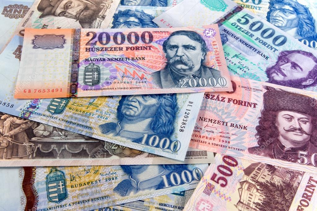 Официальный курс доллара вырос после небольшого снижения накануне. И евро растет второй день подряд.