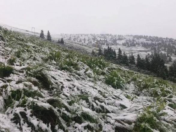 В ближайшие дни в Украине прогнозируются дожди, ночные заморозки, а в некоторых местах в Карпатах – мокрый снег.