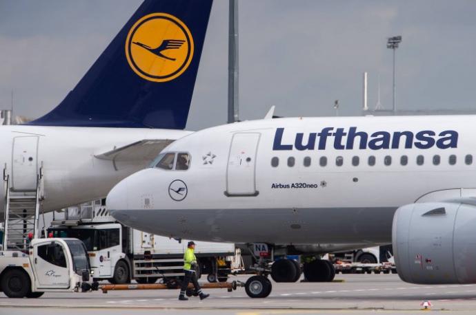 Авіакомпанія Lufthansa почала тестувати продаж спальних місць в економ-класі. Поява нової послуги, ймовірно, пов'язана з великою кількістю вільних місць в літаках через пандемію COVID-19.