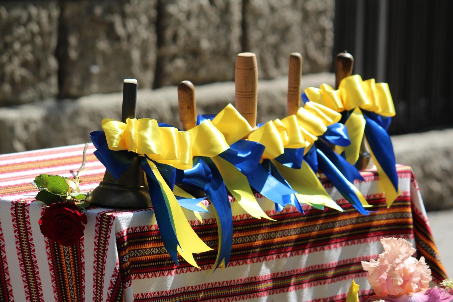 Таких, як багато років поспіль, урочистостей із нагоди свята Останнього дзвоника в Ужгороді не буде.