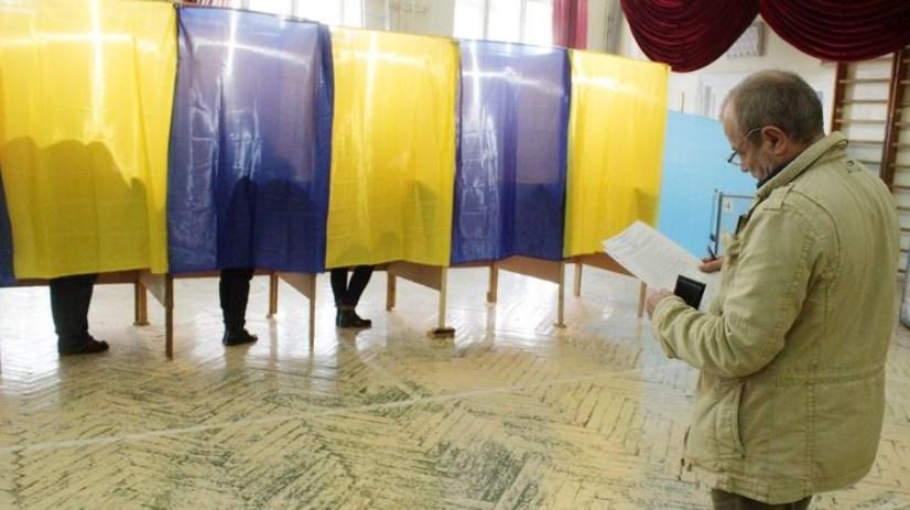 Навіть в сільських громадах місцеві вибори хочуть робити за партійними списками, без самовисування.