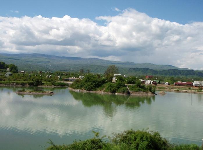 Є на Закарпатті одне унікальне озеро, аналогів якого у світі дуже мало.