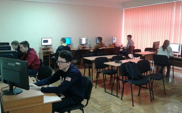 Учні 8-11 класів шкіл Закарпаття на базі УжНУ змагалися у ІІІ етапі Всеукраїнської учнівської олімпіади з інформатики.
