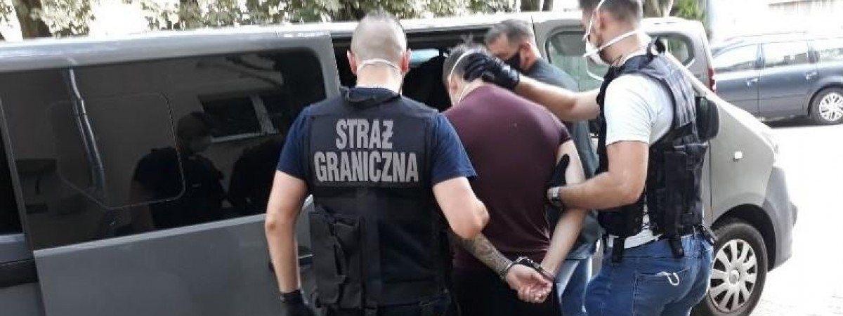 Українець був у розшуку з липня 2020 року за звинуваченнями в нелегальному перевезенні через кордон іноземців.