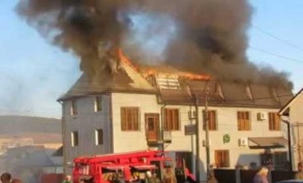 В Закарпатті сталася масштабна пожежа: горів готель-ресторан