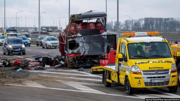 Внаслідок ДТП за участі українського рейсового автобуса у Польщі 6 осіб загинуло, ще 39 перебувають у лікарнях.