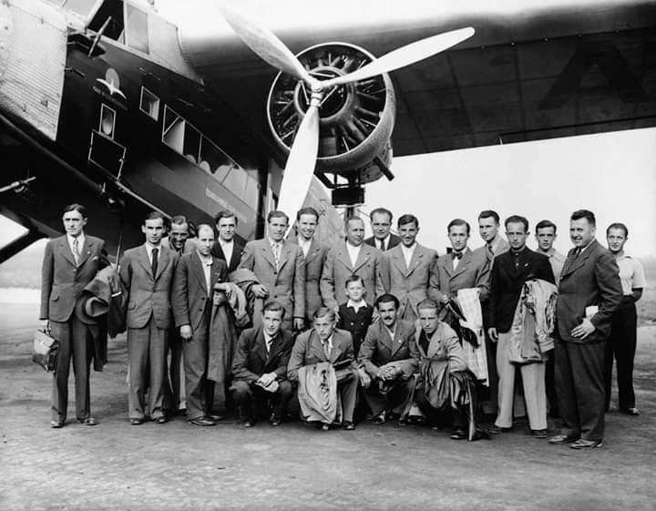 На світлині 1936 року футбольна команда СК «Русь» із Ужгорода в Празі.