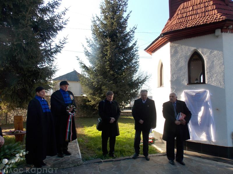 На капличці у Свалявському Меморіальному парку відкрили меморіальну дошку Шандору Сурмої (ФОТО)