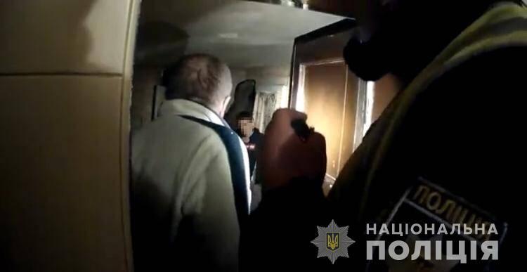 Сотрудники патрульной полиции спасли 21-летнего жителя села Динадиево. Правоохранителям удалось защитить его от безрассудных действий и психологической поддержки.
