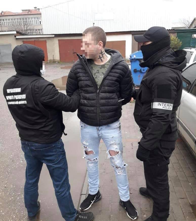 На Закарпатті поліцейські затримали зловмисника, який перебував у міжнародному розшуку.