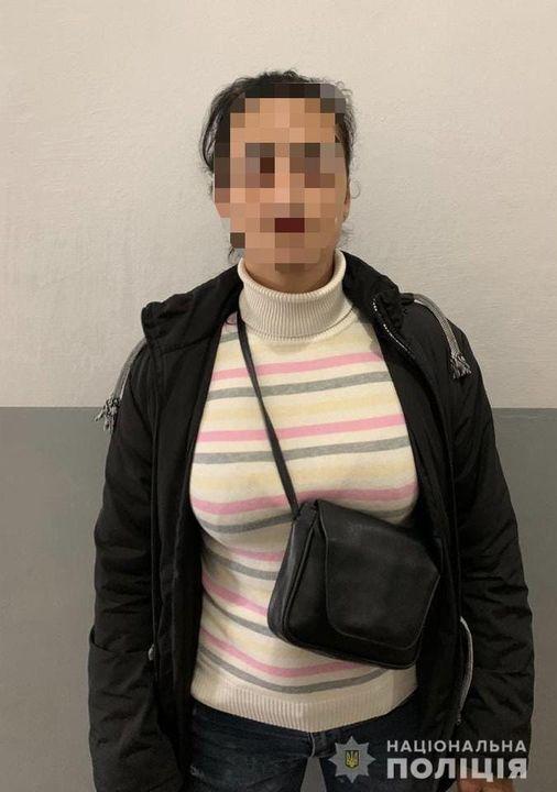 Виноградівські поліцейські розкрили крадіжку з магазину косметики/